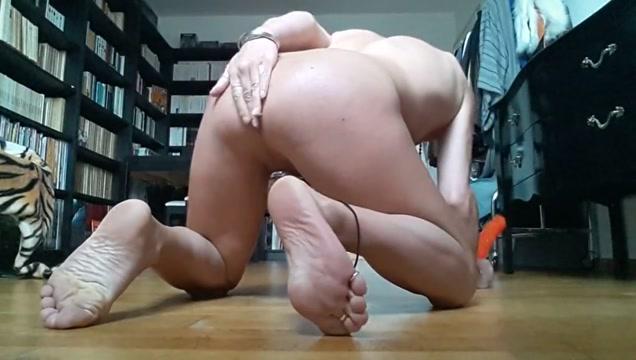 Tygra bitch loves two dildos. big tits webcam pornhub