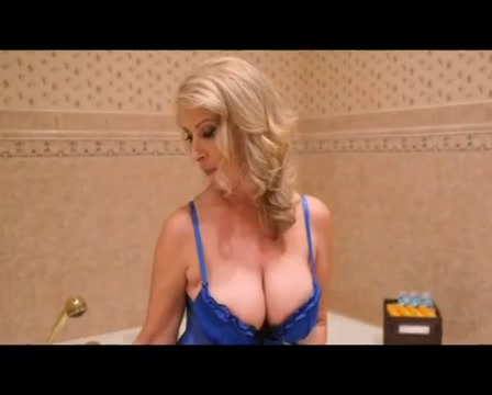 Stunning mature lady gets young dick Teen biting lip sexy