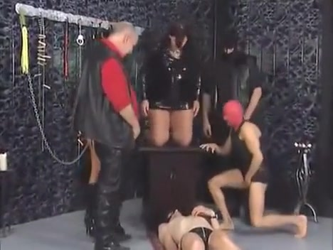 Pee Slaves - 4 Horny Guy Interrupts Lesbians