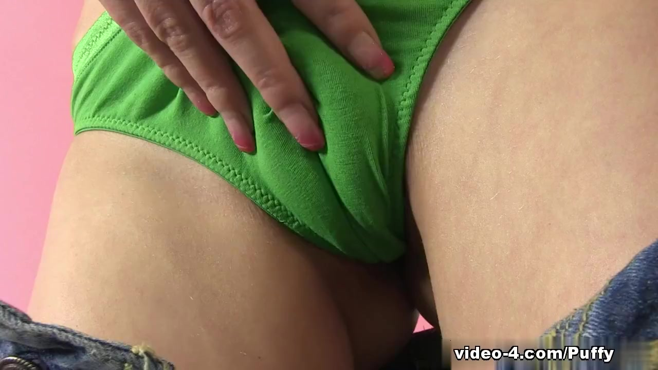 WetAndPuffy Video: Puffy Nessy the biggest dildo insertion