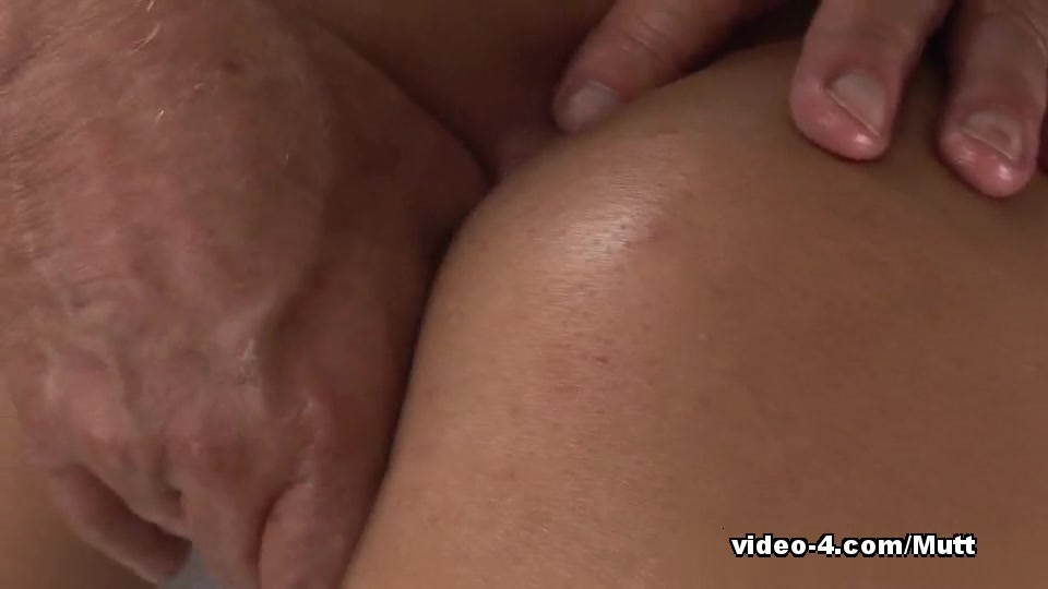 Little Mutt Video: Mimi Allen Massage Real mature mother feeding her hungry pussy