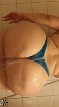 Shower booty Girl cums out her pussy porn