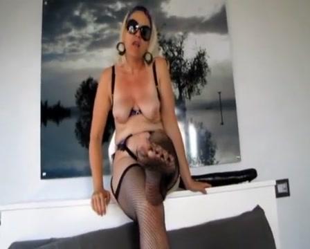 Mature masturbate and self fisting Blonde boobs naked