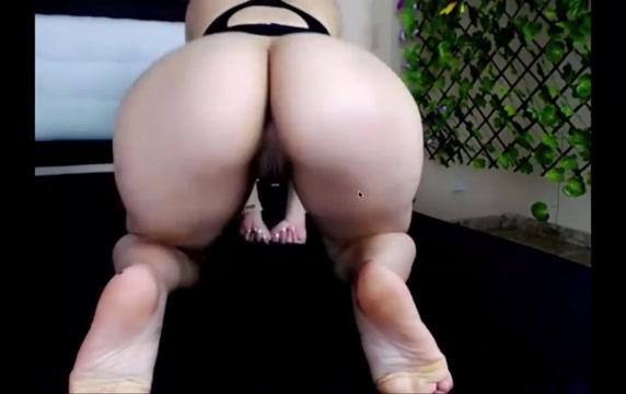 FAT BOOTY LATINA TWERKS SLOWLY ON DICK Best feet masturbation and cum shot