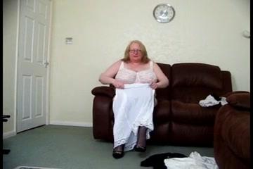 Granny tries her hawt slides for u One Grils Xnxx