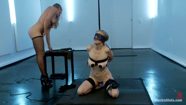 Penny Pax & Lea Lexis in Sweet Worship Has Never Been So Sharp - Electrosluts Puala abdul nude