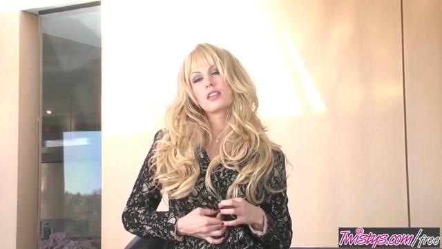 Twistys - Kiara Diane starring at Elegant Beauty Lez domina enjoys her roped slave body