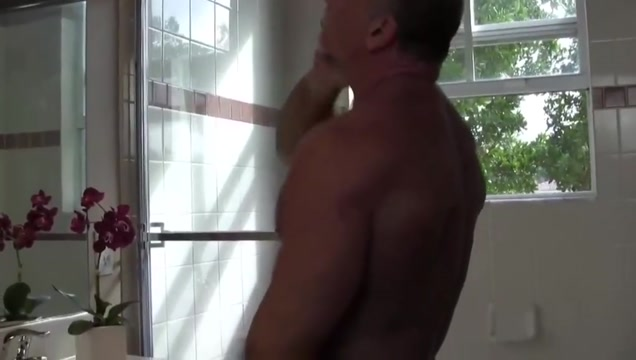 Sexy muscle daddy mikey shower jerk off cum Girls who like guys
