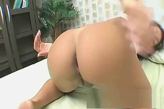 Provoking girl with a marvelous booty Louise Mignon makes herself cum