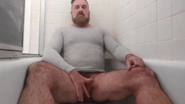 Handsome bear pisses cums in the tub Italian lesbo tube