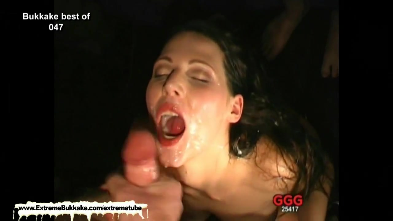 Sexy Viktoria deepthroats a group of studs and gets rewarded with their juices