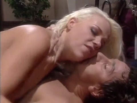 Missy Monroe has got both of her orifices wet and ready for him Radioaktywni eu gay piss