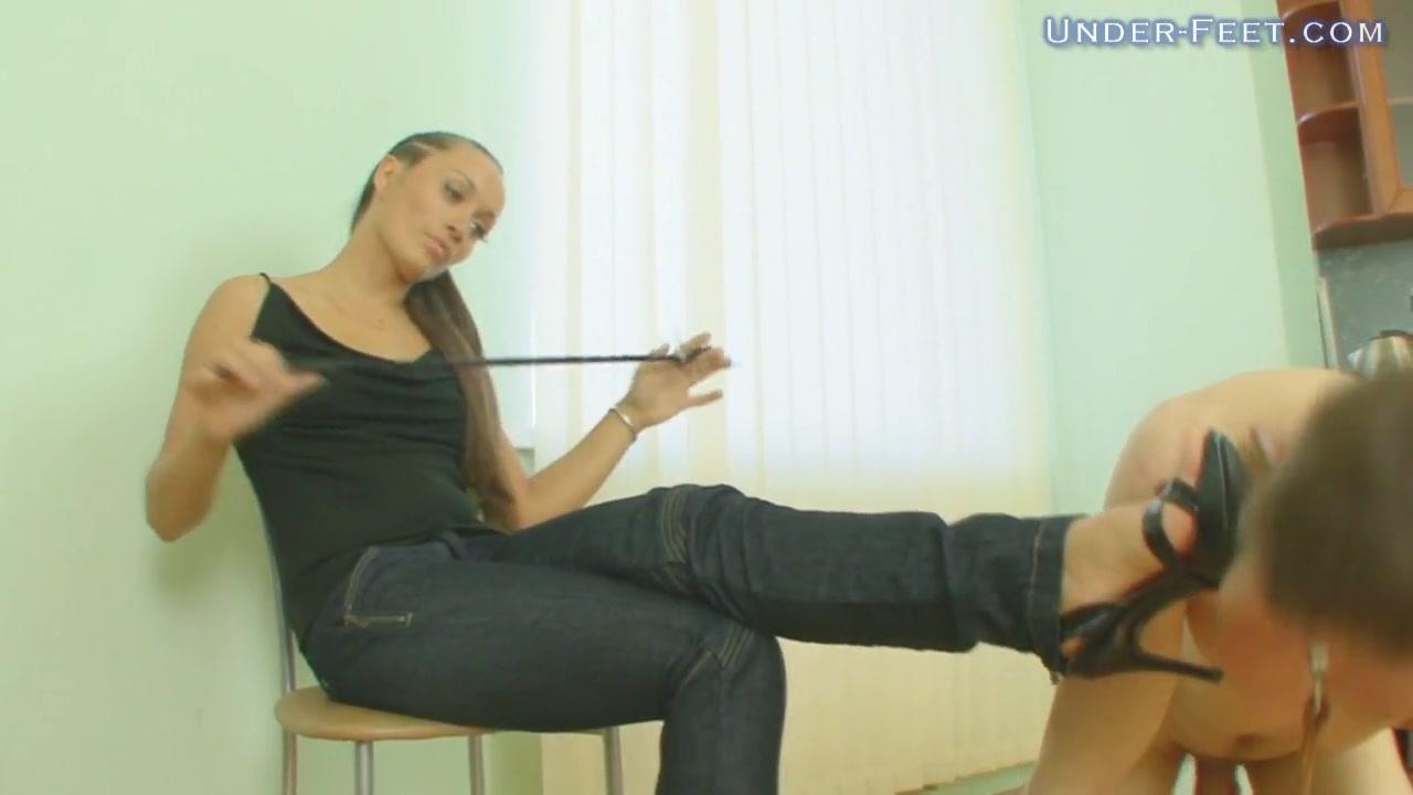 Under-Feet Video: Helga