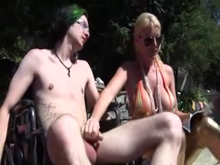 Sexy mamma gives femdom cook jerking to disabled chap