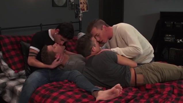 Gay porn ( new venyveras 5 ) 29 Kareena kapoor hot boobs