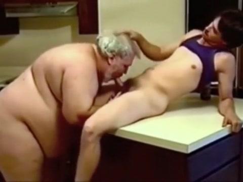 Jung und alt Mature women bikinis