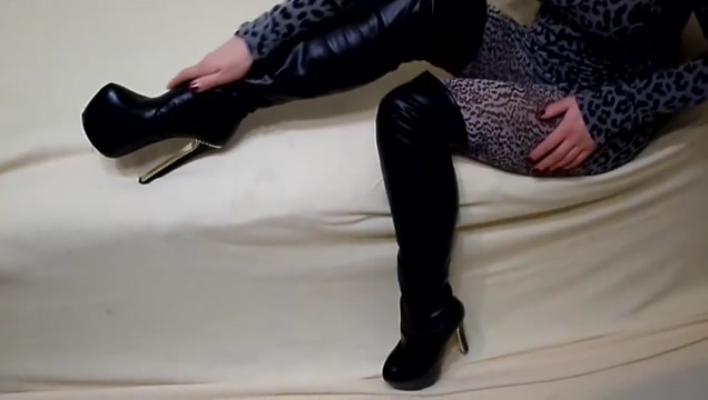My legs in leopard pantyhose and high heels Ebony tgirl galleries
