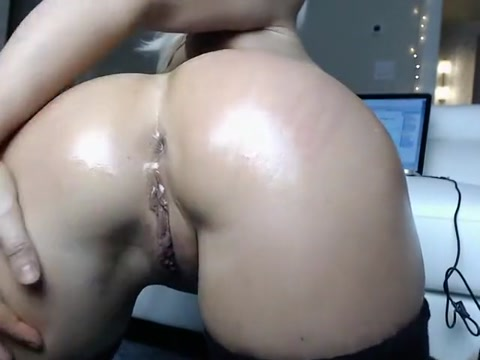 MOLLY BOOT'S BLONDE CAM ASS PERFECT CREAMY-PUSSY