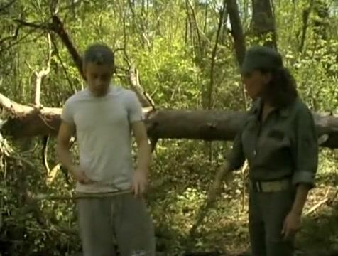 Djemila, une beurette militaire suce et se fait baisée en foret ! things guys like about girls