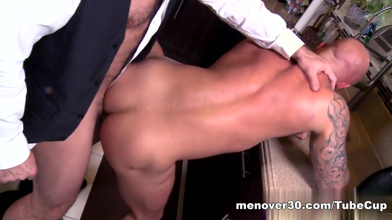 MenOver30 Video: Making Partners Wet hairy pussy pictures