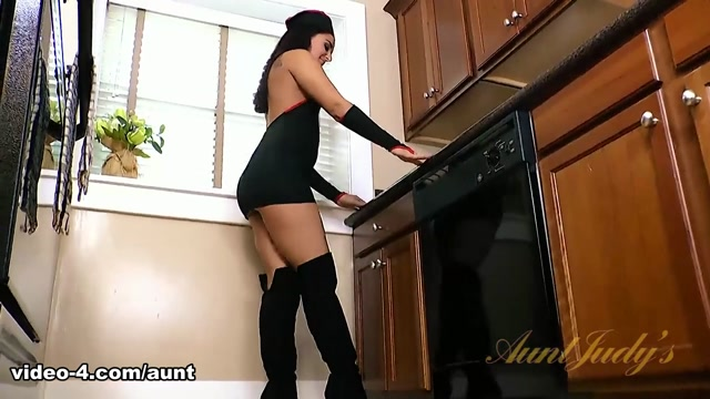 Sheena Ryder in Masturbation Movie - AuntJudys Femdom pantyhose piss