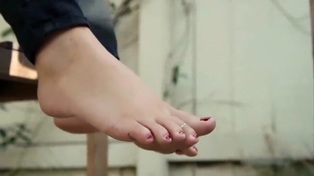 Jordyn's Wrinkly Feet Kick It Out Back hayden kho sex scandal maricar reyes