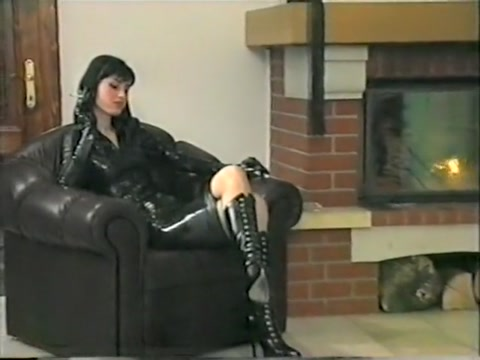 Herrin Maike peitscht in Latex und Stiefeln What does hook up mean in england