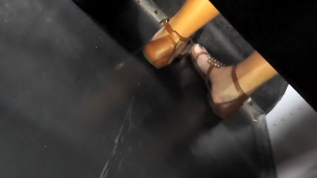 girl girl feet on bus (Nia) Should you give up on hookup