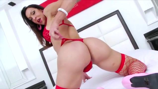 Hottie Tgirl Shyrley Soares in daring anal sex and cum feast