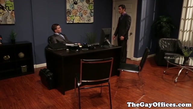 Muscular office hunk pounding tight ass mouths filled with cum
