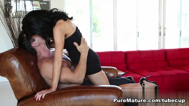 Veronica Avluv in Break Time - PureMature Video How to turn a guy on while kissing him