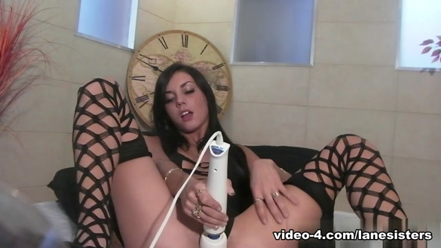 Roxy Lane & Frank in Roxy Lane Cant Take It Anymore Video guy sucks own dick british amateur nude