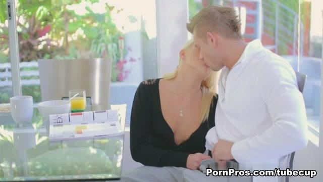 Ivana Sugar in Ivanas Deep Felatio - PornPros Video drunkgirl sucking stripper videos