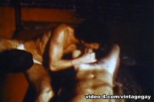 VintageGayLoops Video: Gymnasium Threesome nude bud light girls