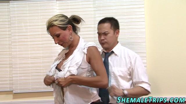 Shemale gets dick cumshot