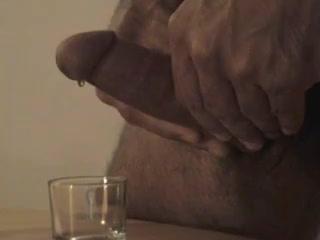 Coulees de precum et ejac British erotic