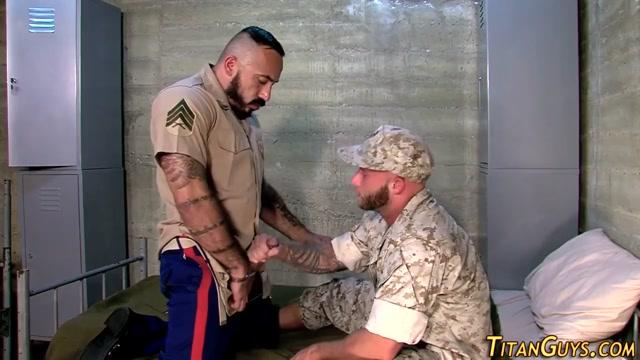 Buff bear fucks soldier Shawnee from saw nude