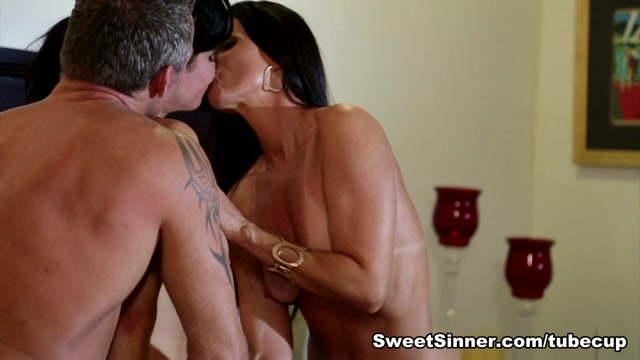 Veronica Avluv & India Summer & Marcus London inThe Swinger #04, Scene #03