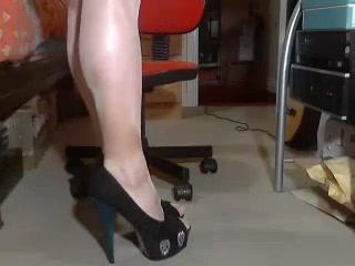 Little short dress Milf Gets Pussy Eaten Black Male Squatting