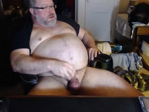Papa bear jacks off sex video in kitchen