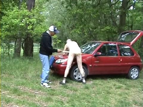 An der Pferde Koppel Girl wants to get fucked