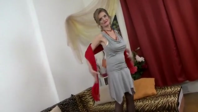 Happy Young Boy Fuck Sexy Milf Three lesibans having sex