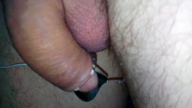 Strom ist gut um die Eier zu leeren Tits spilling out