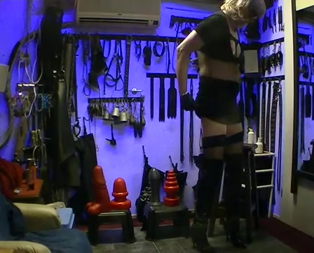 sit on the ass servant in kinky long boots. Xxx Jessica Lynn