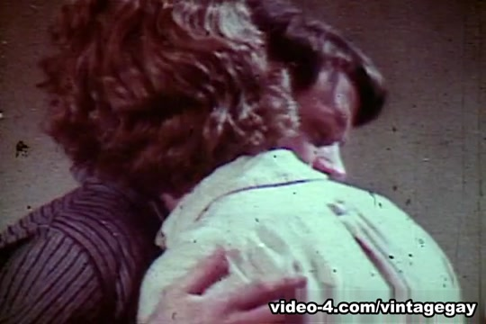 VintageGayLoops Video: Blew Jeans hotel threesome nikki jess