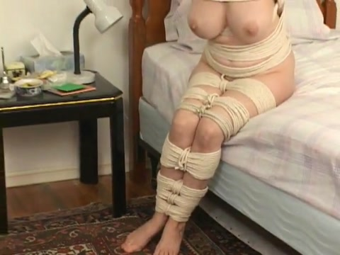 Hopping rope mummy MILF Ipod touch piss porn