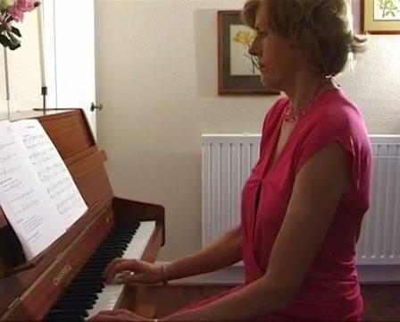 Uma at the piano