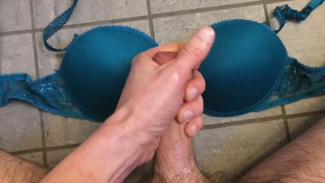 Filling some padded cups Vilagisex Hd