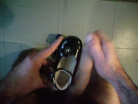 Sperme dans ballerines noir vernis in extenso Shirt boobs nipples sex horny gif
