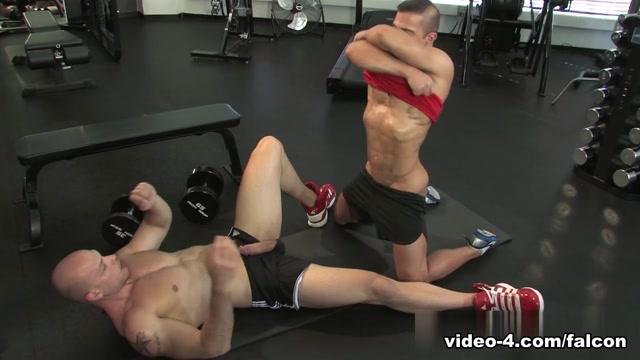 Musclebound XXX Video: Angelo, JR Bronson music sex on the beach